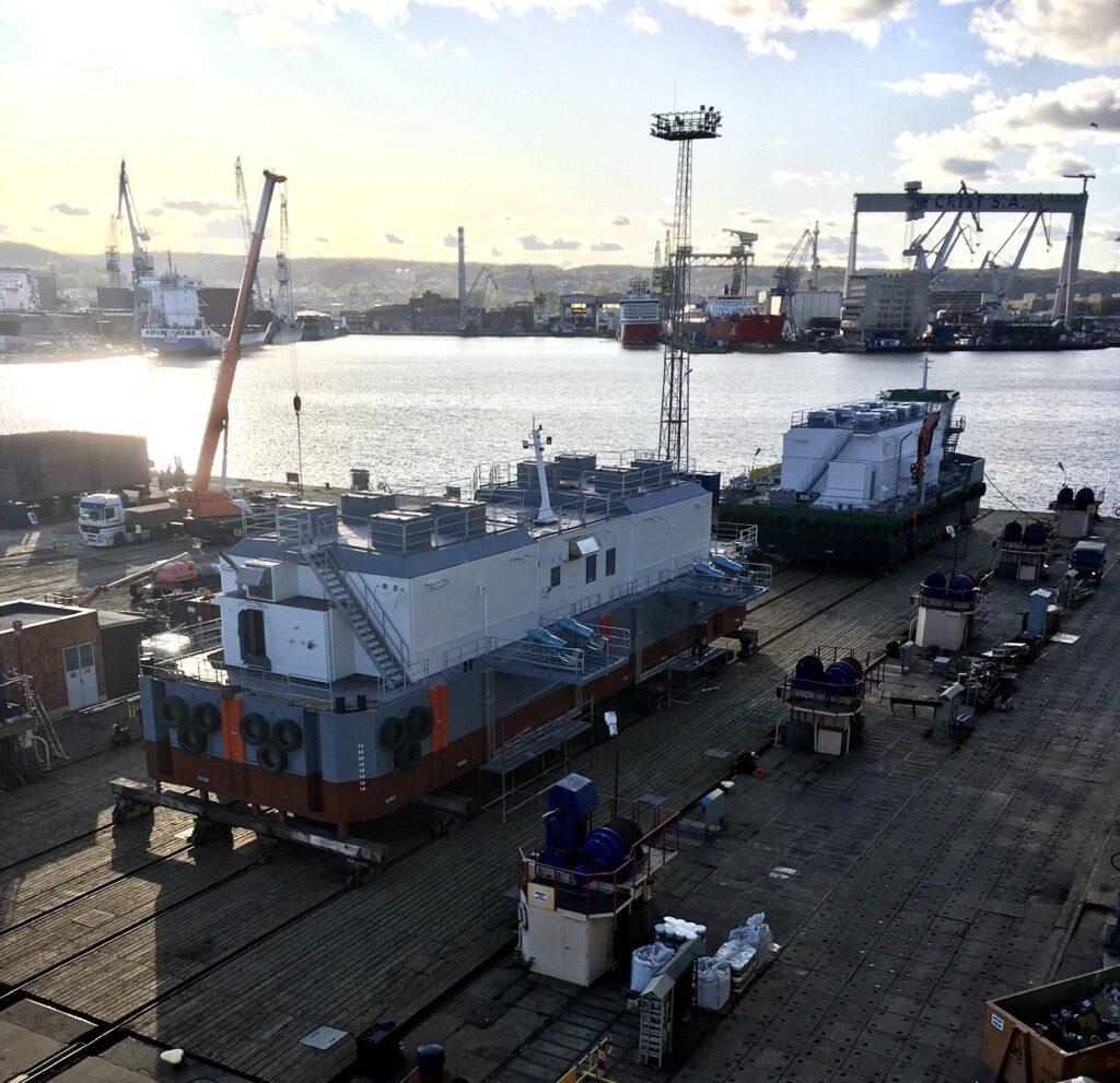 Autonomous feed barges